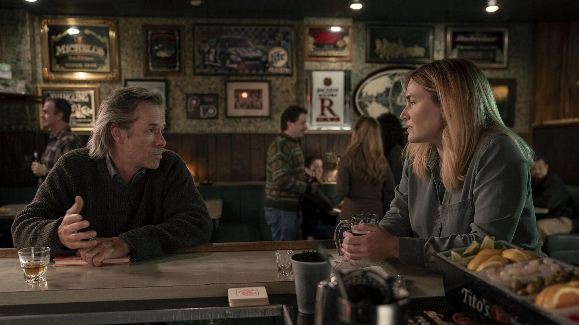 """יותר משחק ממה שתקבלו בכל שאר הטלוויזיה השנה. קייט ווינסלט ב""""הסודות של איסטאון"""" (צילום: HBO)"""