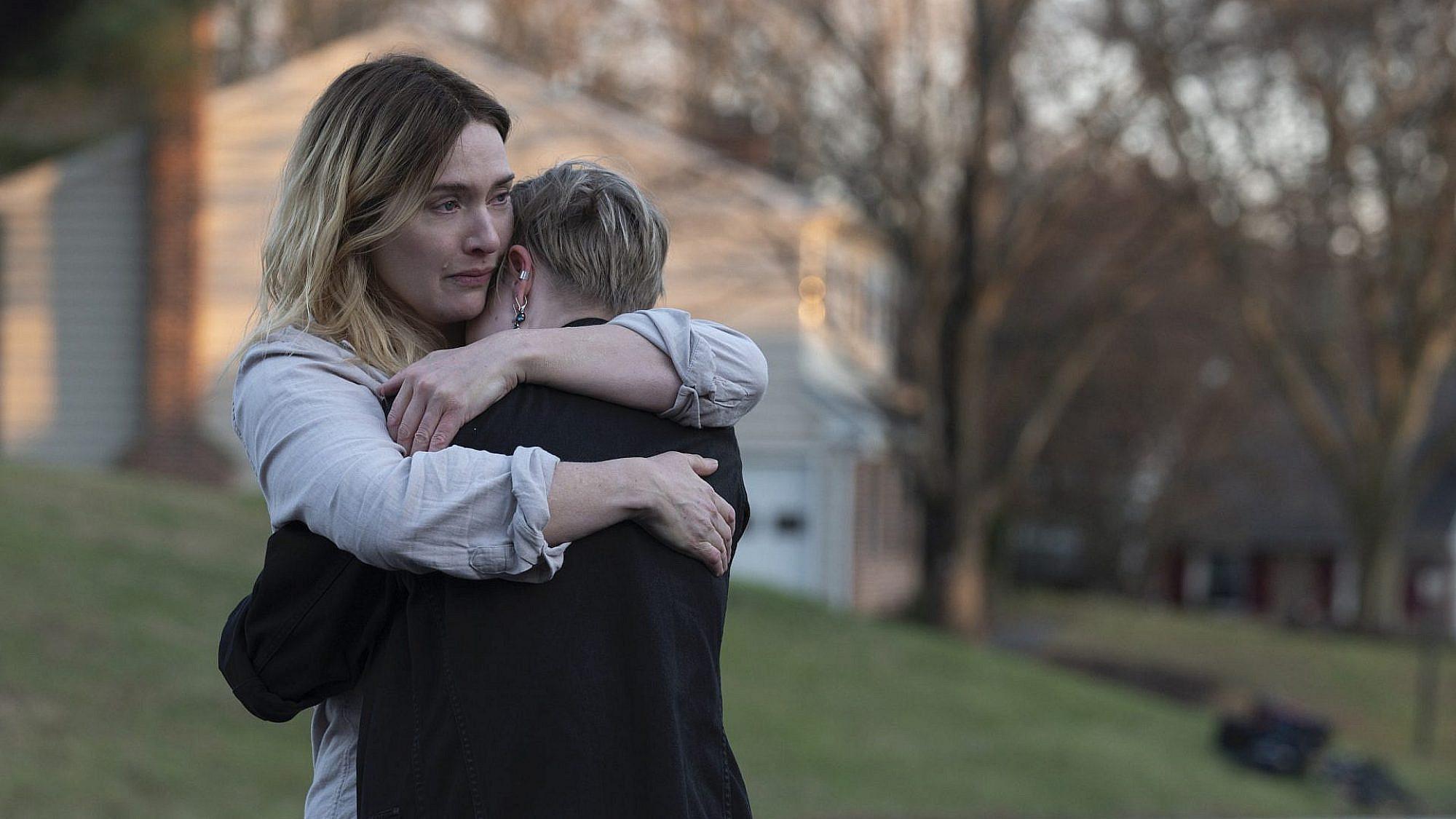 """הרגע שבאמת מביא את הסדרה לסיום הגדול שלה. """"הסודות של איסטאון"""" (צילום: HBO)"""