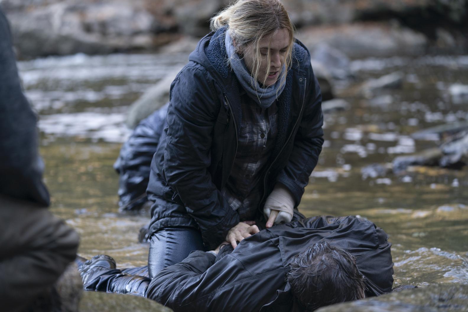 """קל לצפות בפרקים הראשונים שלה ולהיות סרקסטי. """"הסודות של איסטאון"""" (צילום: HBO)"""