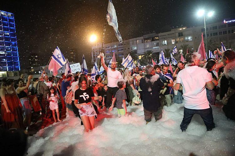 לילה של חגיגות בכיכר רבין (צילום: שלומי יוסף)