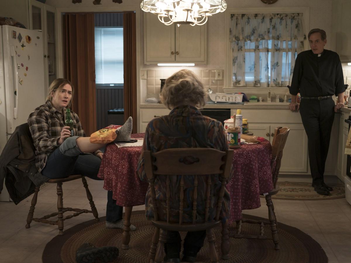 """מגיעה לתפקיד בשיא כוחה. קייט ווינסלט ב""""הסודות של איסטאון"""" (צילום: HBO)"""