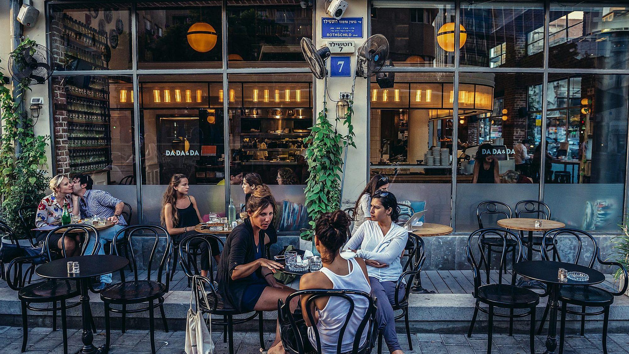 מסעדה בתל אביב. צילום: שאטרסטוק