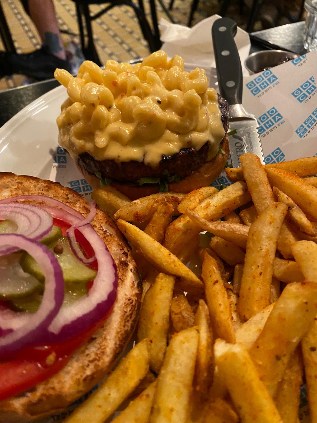 קצת יותר צ'יז וזה היה מושלם. מק&צ'יזבורגר בדיינר של גוצ'ה (צילום: נוי וייסמן)