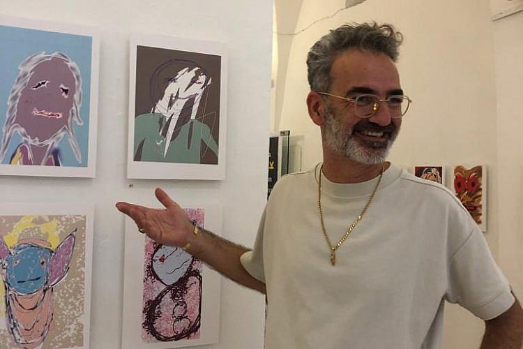 עוזי בטיש בתערוכה 'ציפורה לקס'. צילום: גורי שלומי