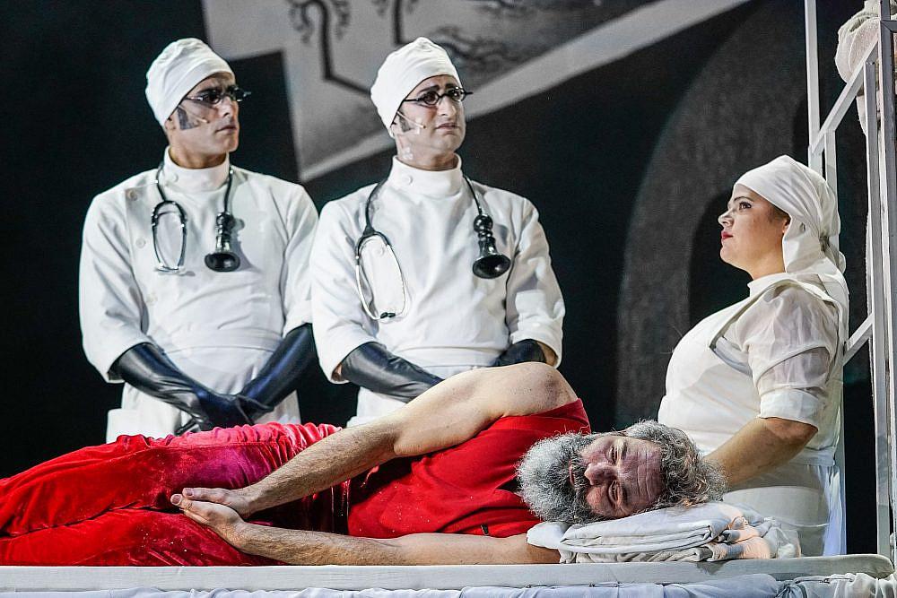 """מתוך המחזה """"מתאבל ללא קץ"""". צילום: רדי רובינשטיין"""