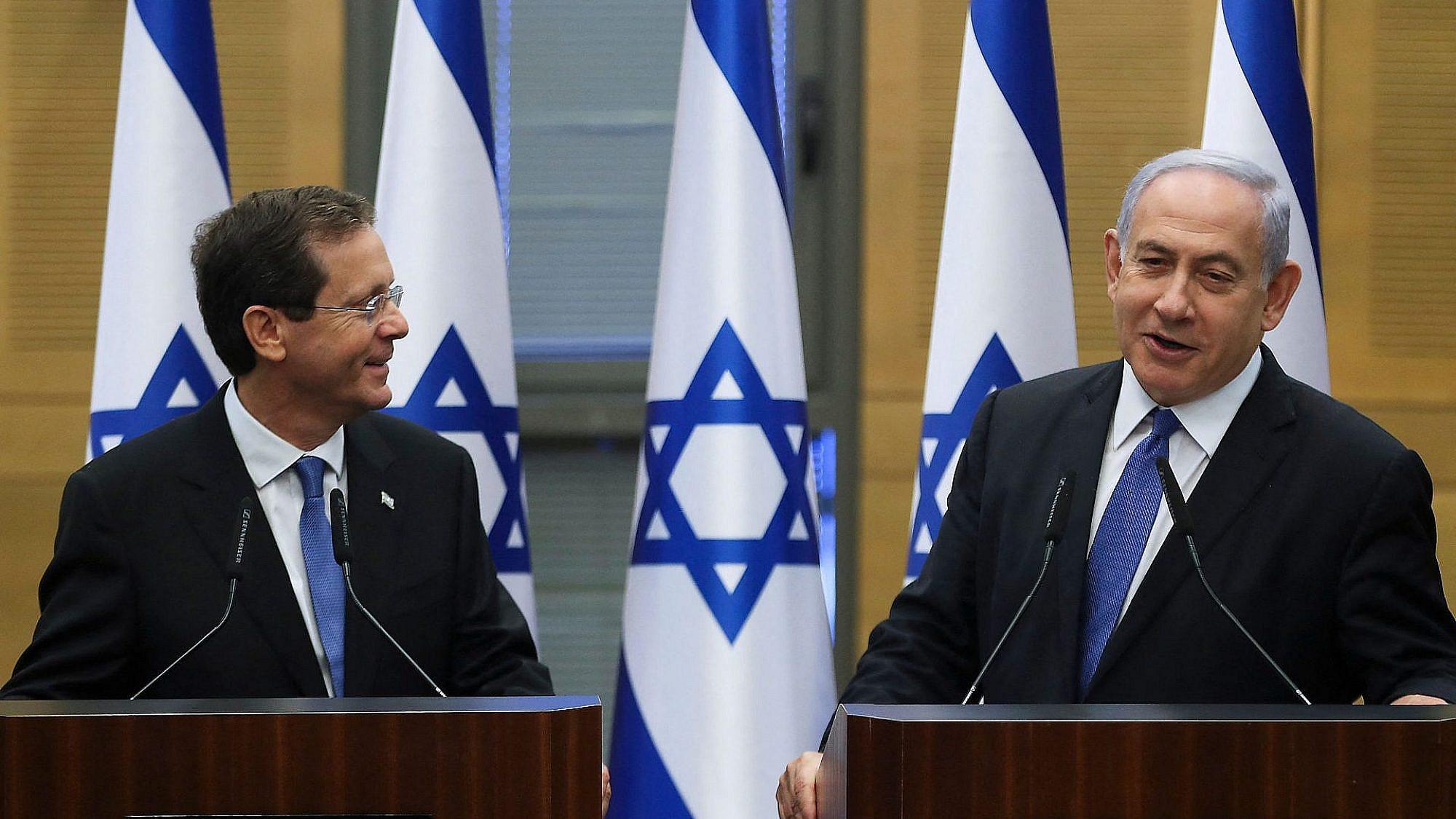 כמה אהבה. ראש הממשלה לשעבר והנשיא הנכנס (צילום: רונן זבולון\גטי אימג'ס)