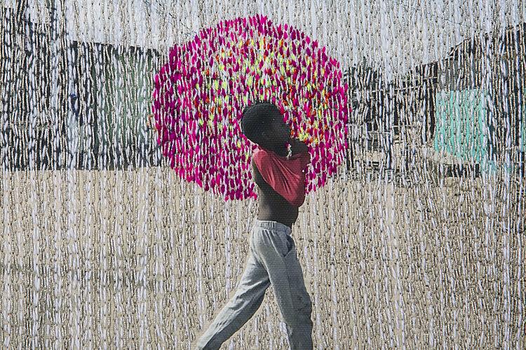 """צילום של Joana Choumali מתוך תערוכת Hope במוז""""א"""