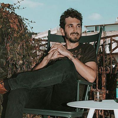דור גליק (צילום: מיקה גורוביץ | ע. צלמת: אמבר אופיר, גל בומנדיל | צולם במלון בוטיק אסמבלאז')