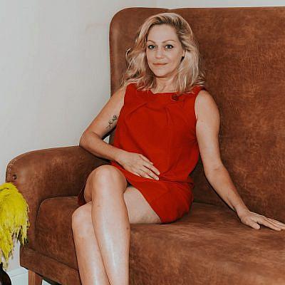 אסנת פישמן (צילום: מיקה גורוביץ | ע. צלמת: אמבר אופיר, גל בומנדיל | צולם במלון בוטיק אסמבלאז')