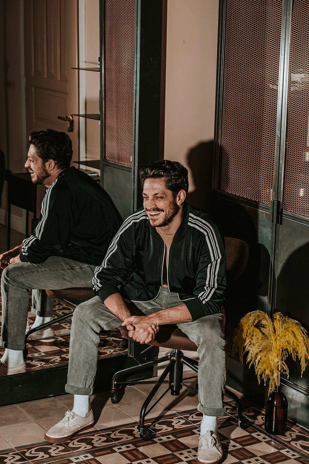 דור הררי (צילום: מיקה גורביץ | ע. צלמת: אמבר אופיר, גל בומנדיל | צולם במלון בוטיק אסמבלאז')