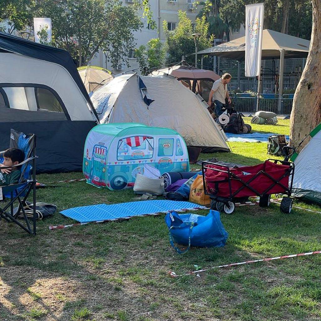 נשמח לישון באוהל המרכזי בשנה הבאה. תודה ותודה