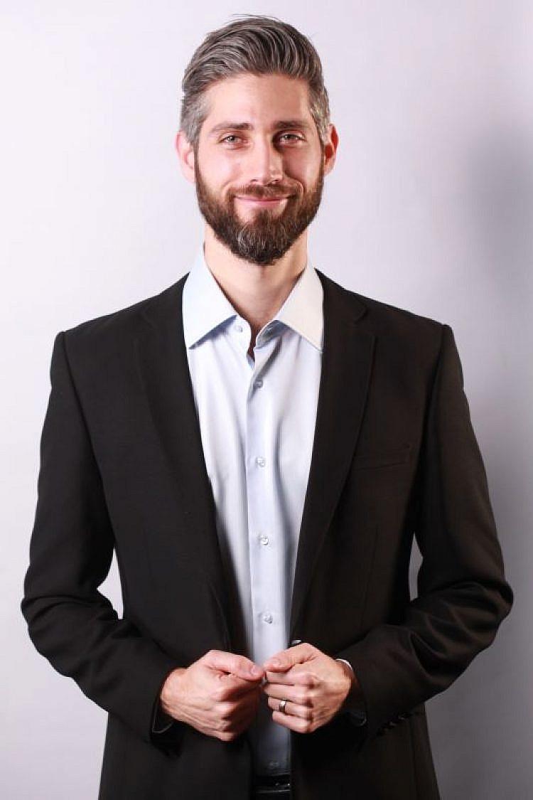 יובל גלברד, יוזם הפרויקט, הפעם עם חולצה. צילום: אקספוז