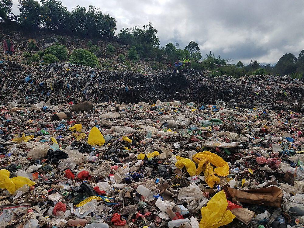 זיהום פלסטיק באתיופיה (צילום: אוולין אנקה)