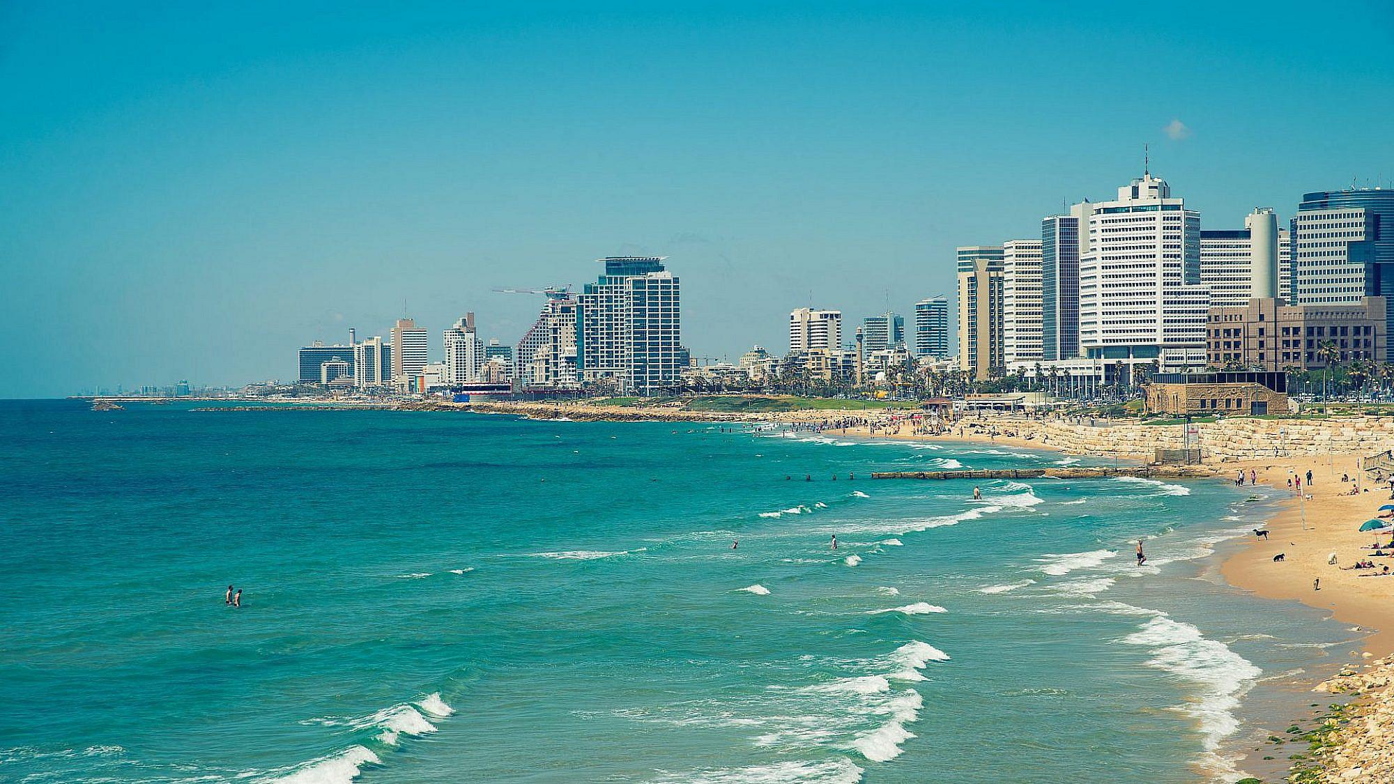 חוף הים בתל אביב. צילום: שאטרסטוק