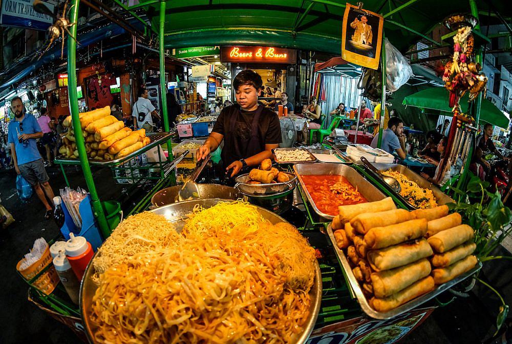 דוכן אוכל רחוב בבנגקוק (צילום: שאטרסטוק)