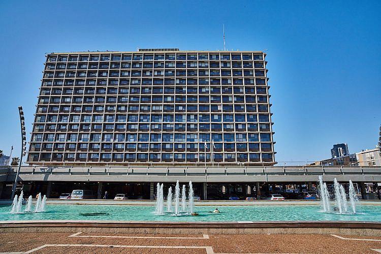 בניין עיריית תל אביב-יפו. לכו חפשו למי להתלונן. צילום: shutterstock